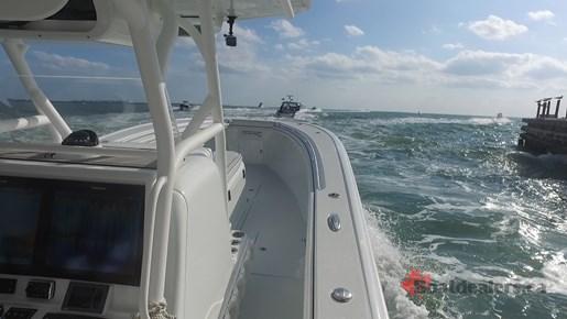 Yellowfin 34Offshore Running