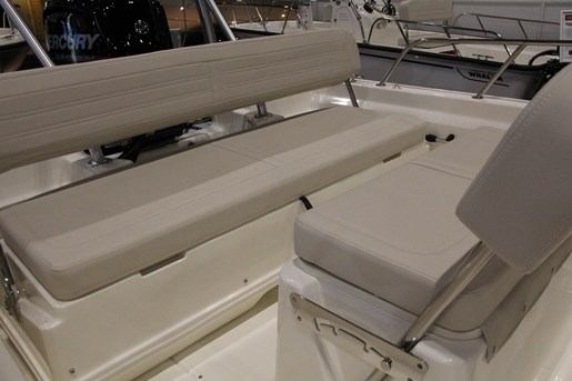 boston whaler 170 montauk stern seat