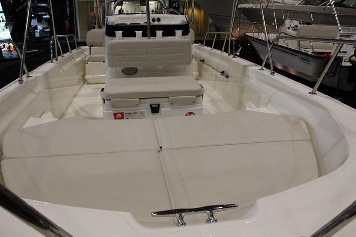 boston whaler 170 montauk  bow