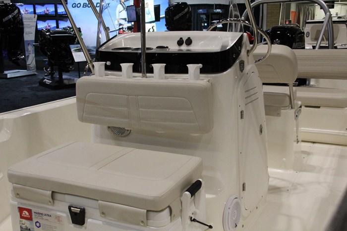 boston whaler 170 montauk  rear facing seat