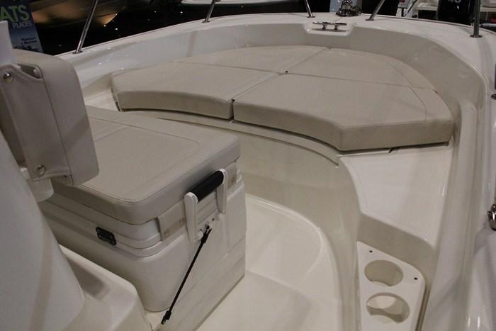 boston whaler 170 montauk bow seat