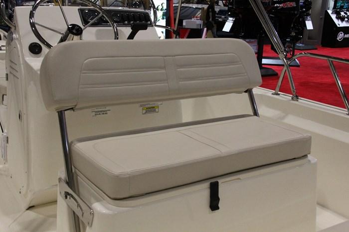 boston whaler 170 montauk seat