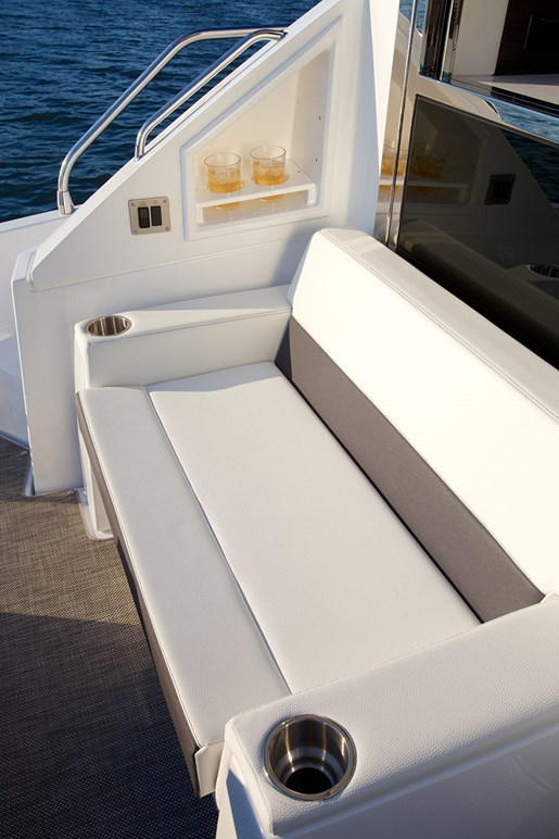 cruisers yachts 50 cantius bench