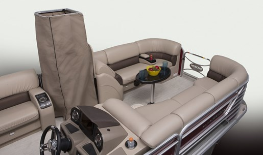 elite 326 se bow seating and privacy enclosure