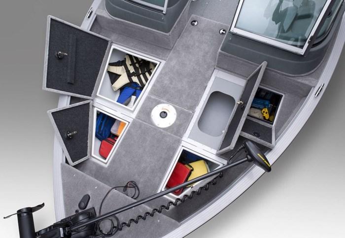 angler v17 sf bow storage open