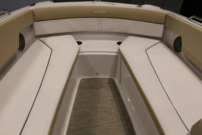 glastron gtd 200 deck boat bow
