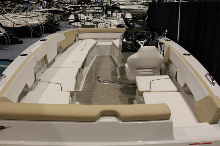 glastron gtd 200 deck boat overview