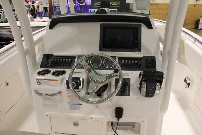 robalo r242 center console helm