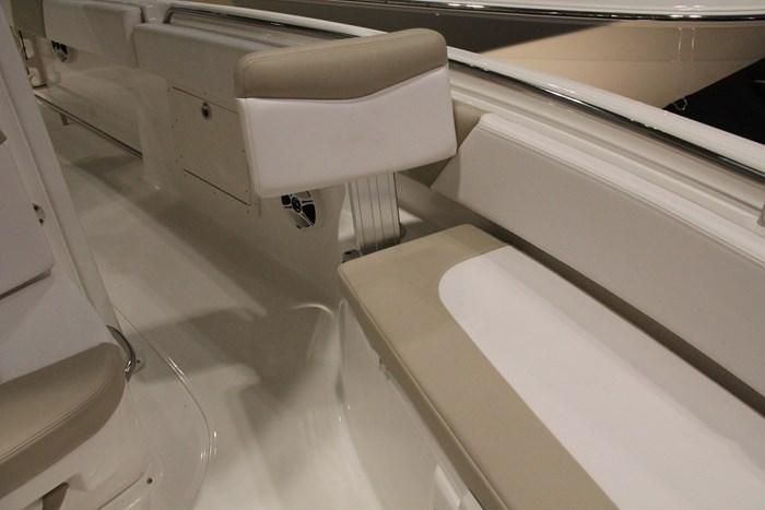 robalo r242 center console seat