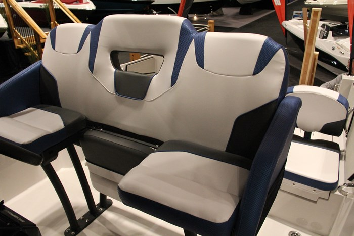 scarab 255 open id captain seat