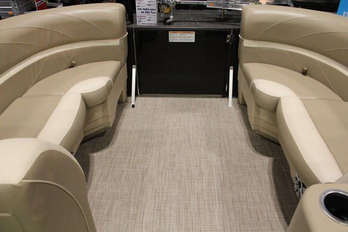 sunchaser geneva 8522 pontoon bow seats