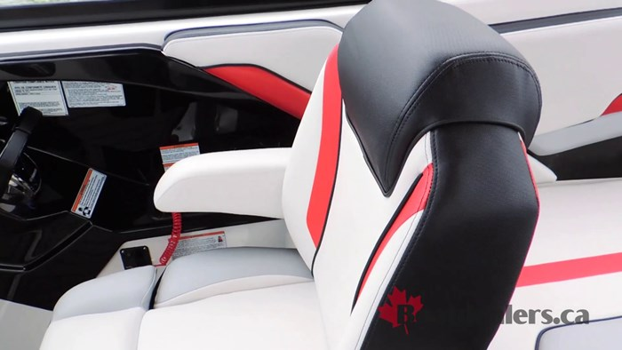 yamaha-242x-captain-seat
