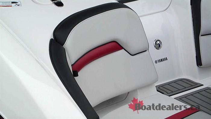 yamaha-242x-stern-seat