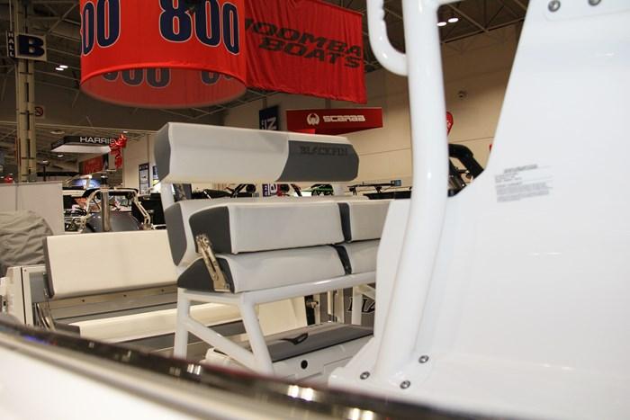 blackfin 242 cc capt seat