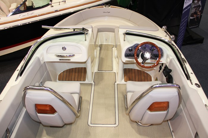 chris craft carina 21 overview