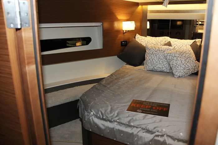 cruisers yachts 46 cantius bed