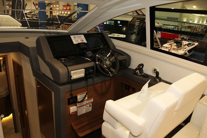 cruisers yachts 46 cantius helm seat