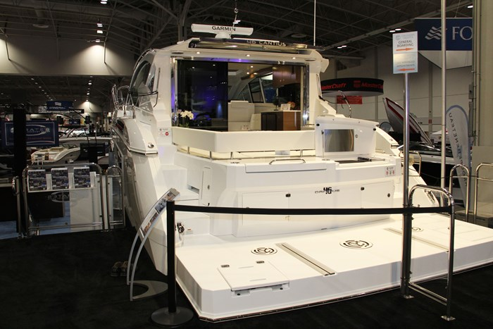 cruisers yachts 46 cantius stern