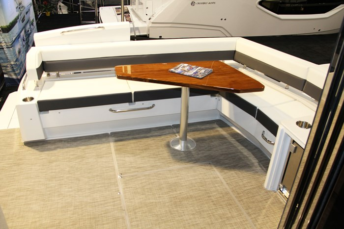 cruisers yachts 46 cantius stern seats
