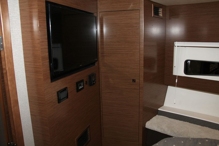 cruisers yachts 46 cantius tv room