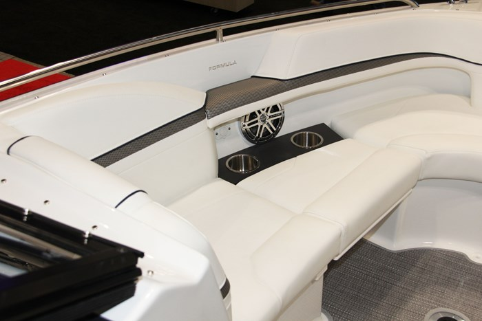 formula 24 br bow seat