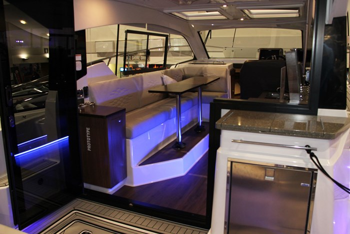 Four winns vista 355 coupe galley