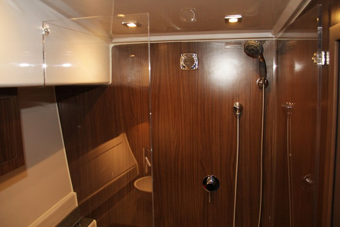 Four winns vista 355 coupe shower