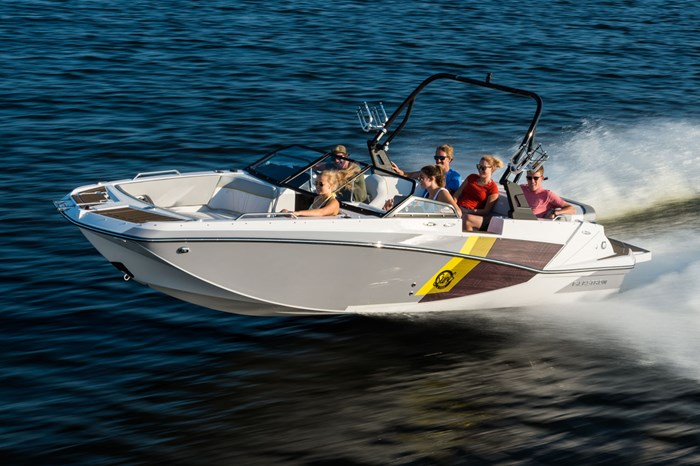 2019 Glastron GTDW 225 Surf & Fish Fish and Ski Boat Review