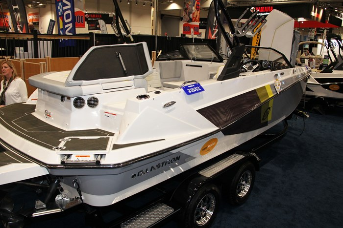 glastron gtdw 225 surf and fish side