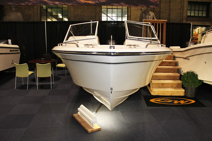 Grady-white freedom 192 bow front