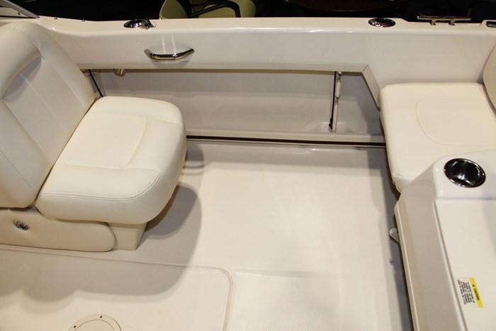 Grady-white freedom 192 stern seat