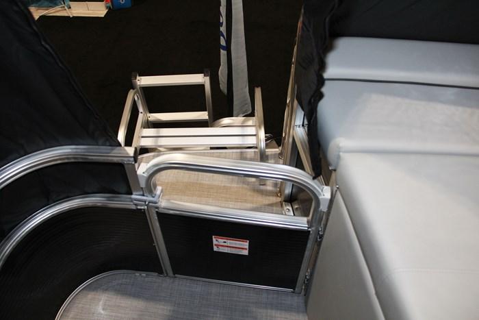 lowe ss 210 pontoon door