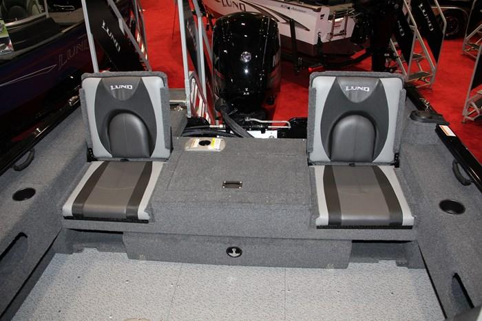 Lund 1775 adventure sport flip seats