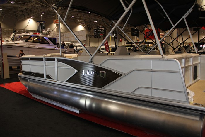 Lund zx 230 ds pontoon side