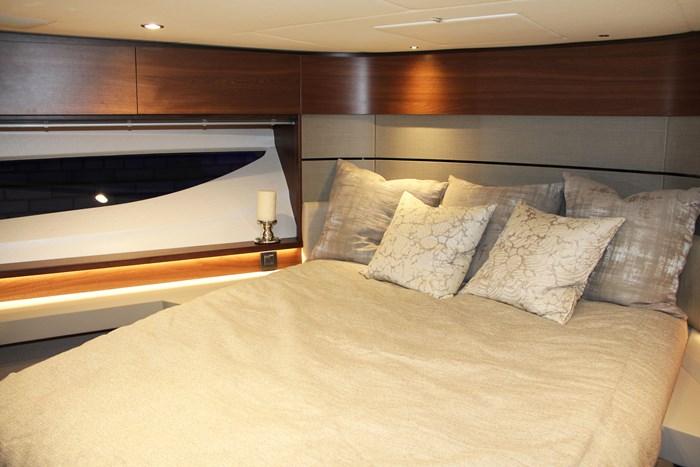 princess v60 yacht bed (2)