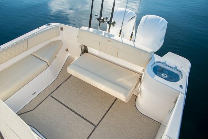 regal 33 sav stern seating