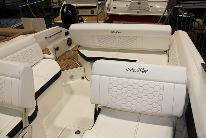 sea ray sdx 250 stern view