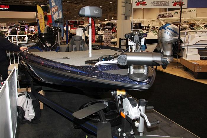 skeeter fx20 bass boat bow