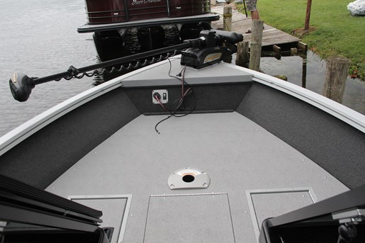 smoker craft 182 pro angler xl bow floor