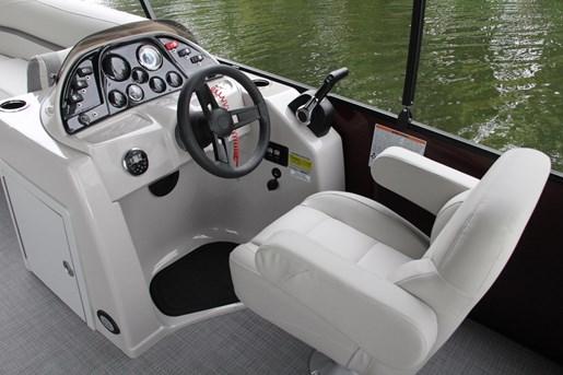 sunchaser  geneva 8524 lr dh captain helm