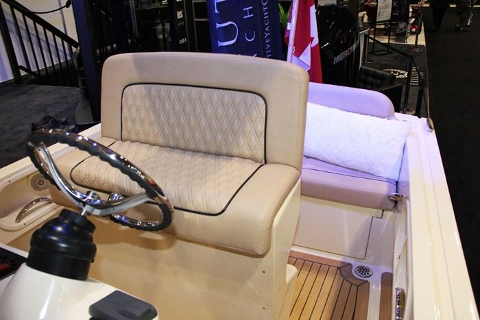 vanquish 26 center console captain seat