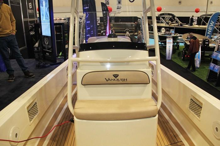 vanquish 26 center console front seat