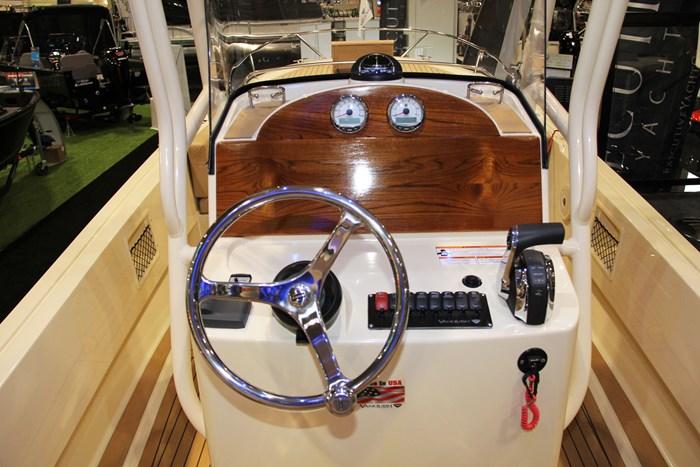 vanquish 26 center console helm