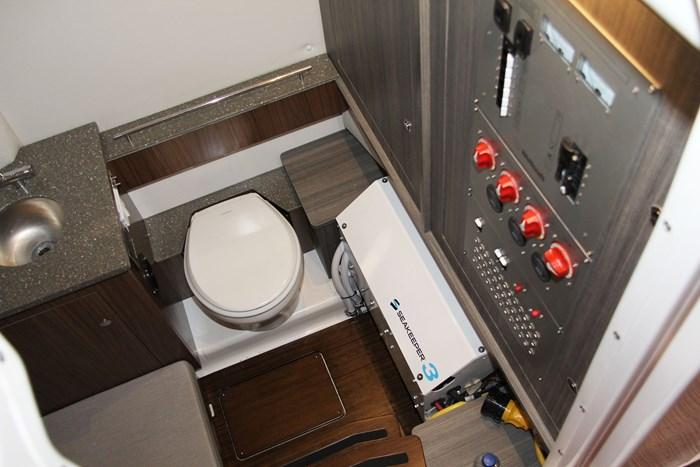 wellcraft 352 fisherman head bathroom