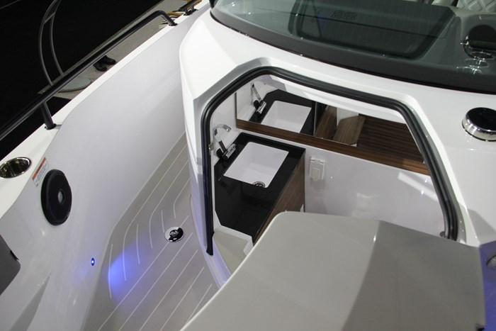 Axopar 28 cabin head sink