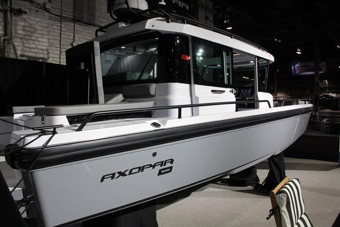 Axopar 28 cabin starboard