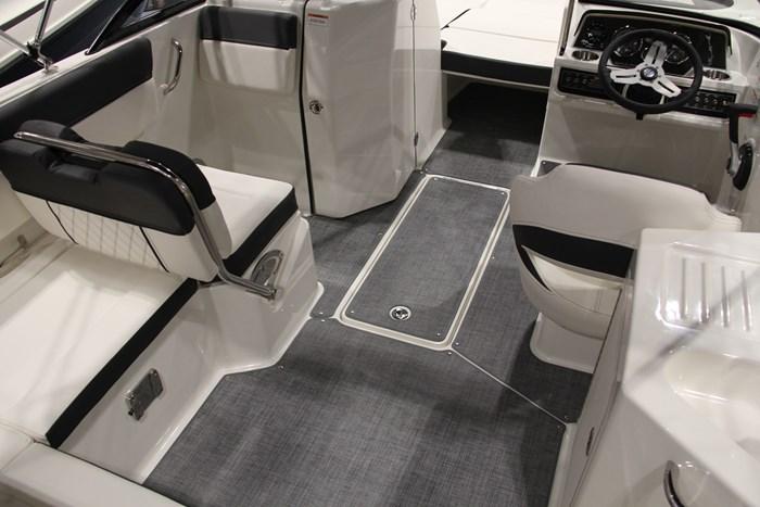 Bayliner DX2250 cockpit