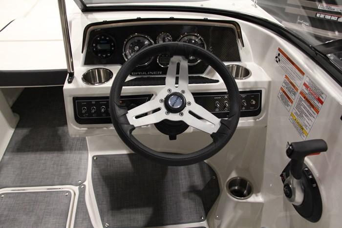 Bayliner DX2250 helm