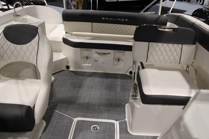 Bayliner DX2250 seats