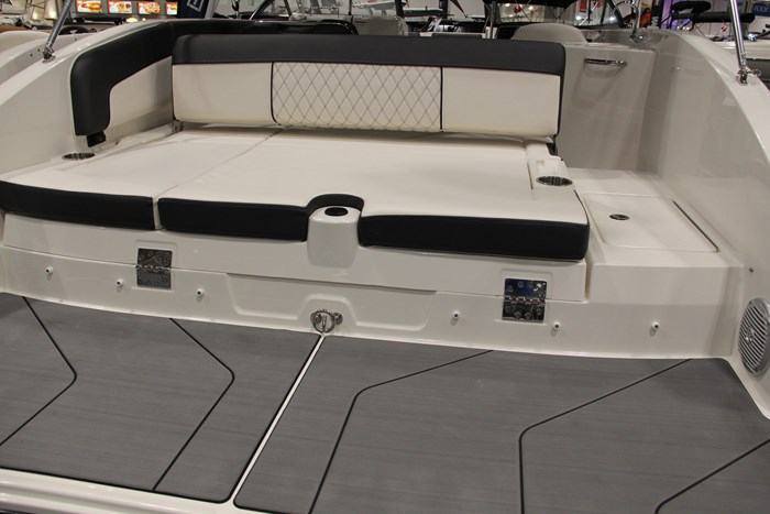 Bayliner DX2250 swim platform